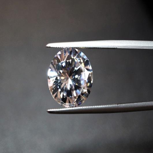プロポーズで人気のダイヤモンドの中央宝石鑑定