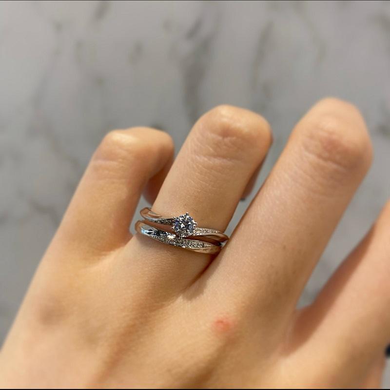 BAUMの婚約指輪と結婚指輪の重ね付け