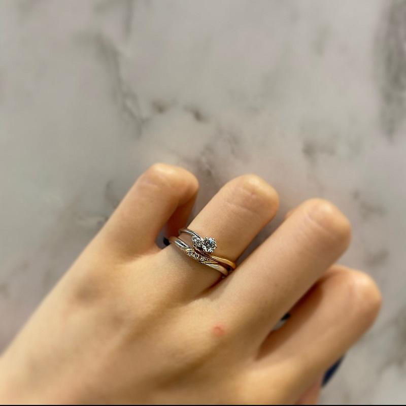 AMOUR AMULETの婚約指輪と結婚指輪の重ね付け