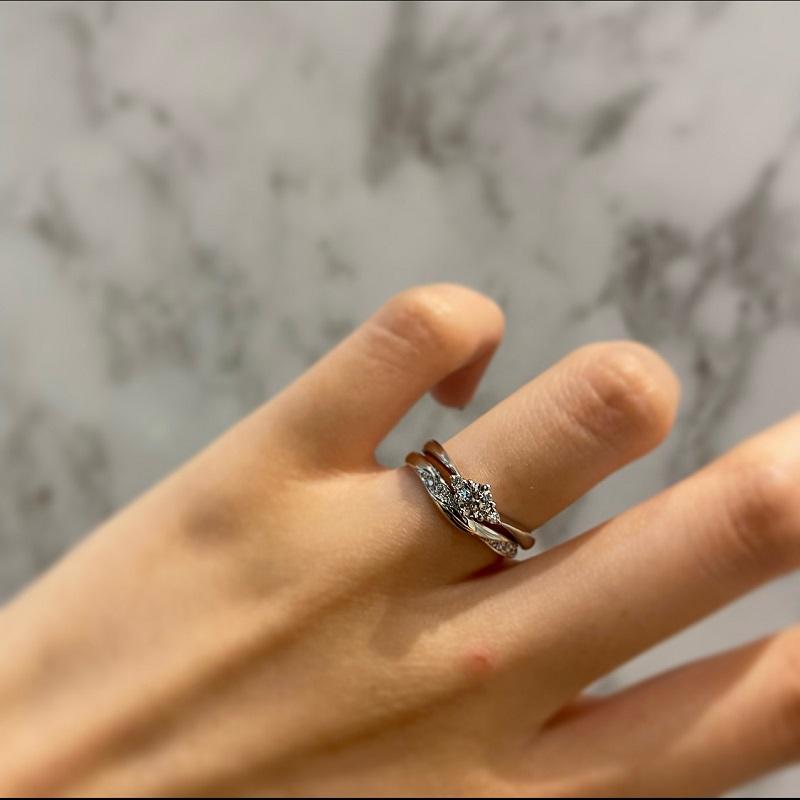 LAPAGEの婚約指輪と結婚指輪の重ね付け
