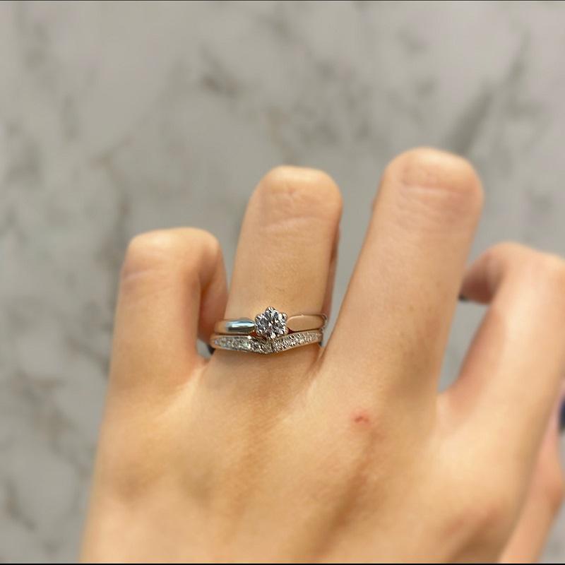 RosettEの婚約指輪と結婚指輪の重ね付け