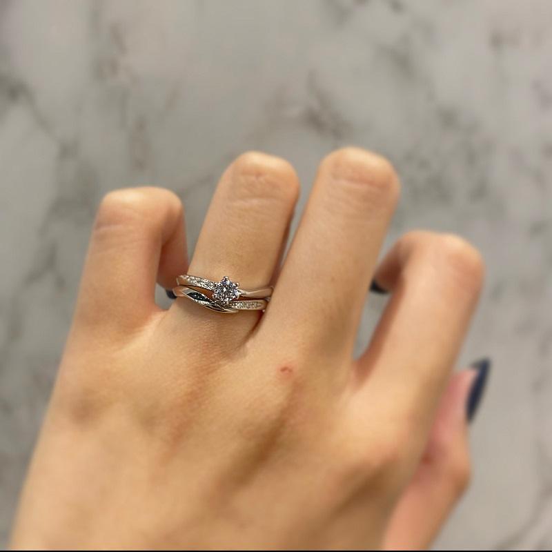 CANDLEの婚約指輪と結婚指輪の重ね付け
